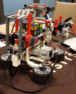Tabara de robotica si engleza in Anglia pentru copii este destinata varstei 8 -17 ani, fiind sub indrumarea Academiei de Robotica.